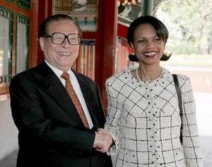 com消息(新闻联播):中央军委主席江泽民今天下午在中南海会见了美国