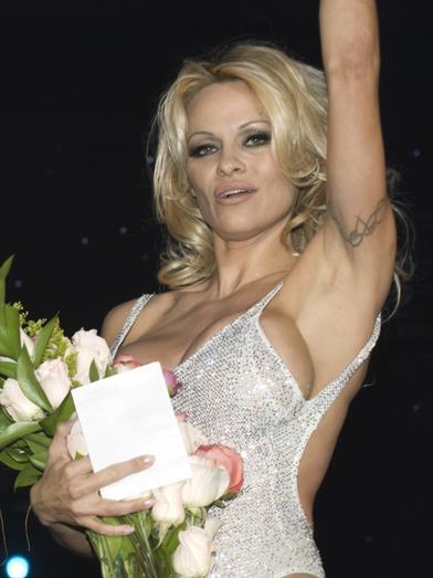 """[内容速览]2007年12月10日,拉斯维加斯,英超宝贝""""波霸""""帕米拉-安德森"""