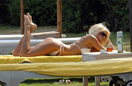 瑞士金发美女维多利亚希斯特德身材喷火