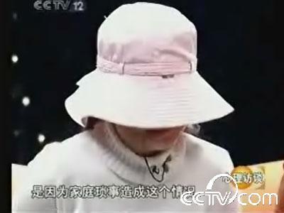 [大衣]8岁硫酸被亲个子泼女孩失明毁容的穿视频女生姑妈矮图片