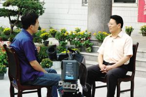 央视记者采访姚止平校长