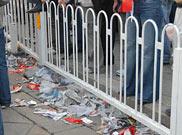 天安门广场上到处是垃圾