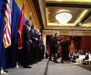 美方代表团举行新闻发布会