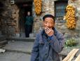 中国正着力解决农村养老问题