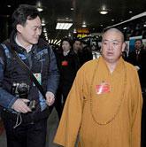 河南人大代表团抵京