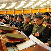 解放军代表身着军装上两会