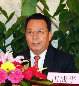 <strong><center>劳动和社会保障部部长田成平答记者问</center></strong>