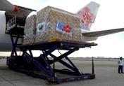台湾华航包机满载救灾物资