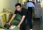 邓超亲送价值12万棉衣