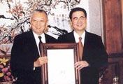 董建华当选香港首任行政长官