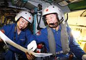 舰载机机组人员精心准备