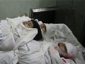 难民营中三名女孩的遗体
