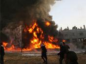 仓库被击中起火