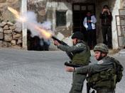 以士兵向巴抗议人群射催泪弹