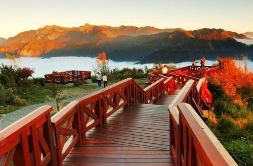 日月潭是台湾著名的游览风景区