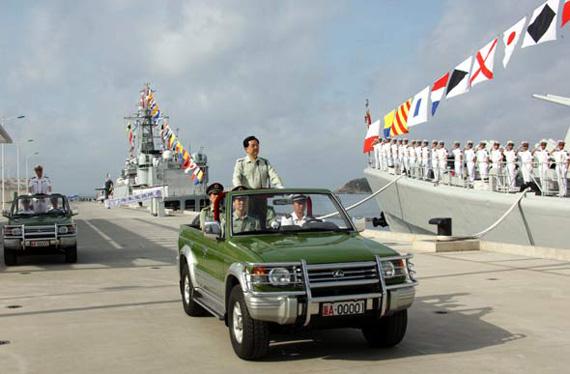 胡锦涛检阅南海舰队 强调推进海军建设