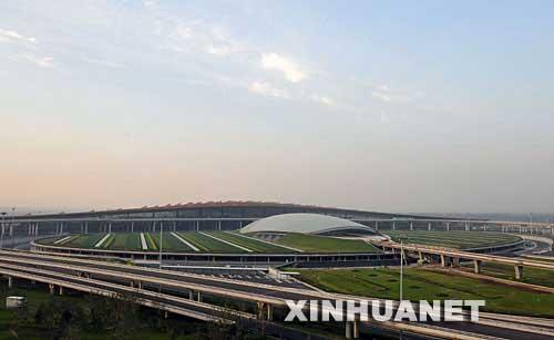 北京首都国际机场三条跑道同时运营试飞成功