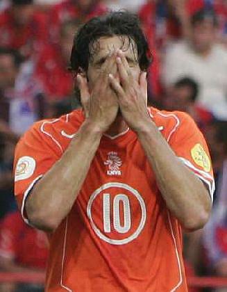 ...皇马的荷兰前锋范尼斯特鲁伊将缺席2月7日荷兰队同俄罗斯队